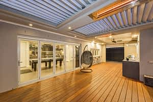 Ultimate Louvre with Deck, insulated, kitchen, heating - Melbourne