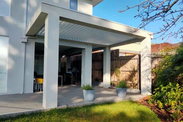 Ultimate Louvre motorised with rendered frame and columns Melbourne